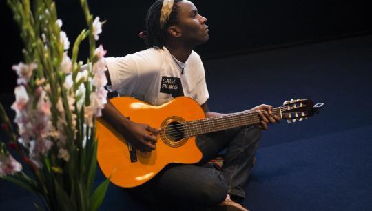 Deodato Siquir på guitar