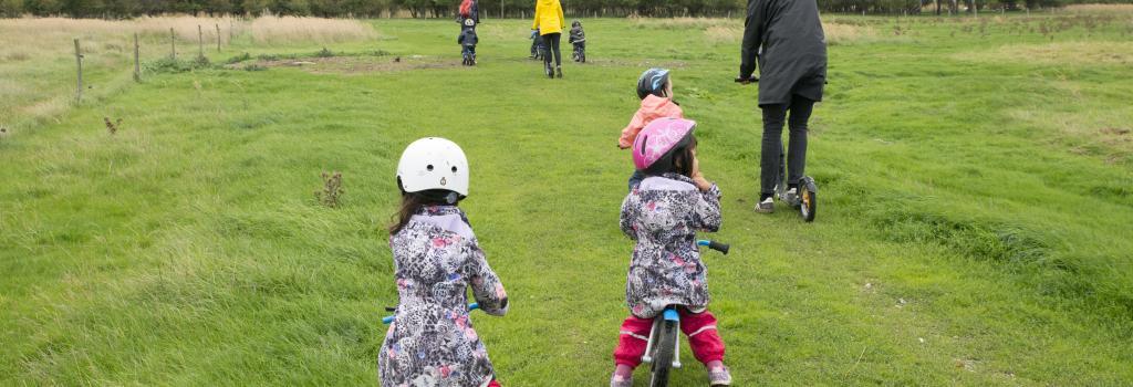 Børn der cykler