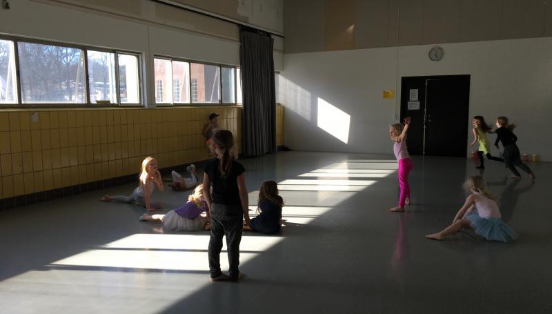 Vi laver yoga! Katrine Børneyoga